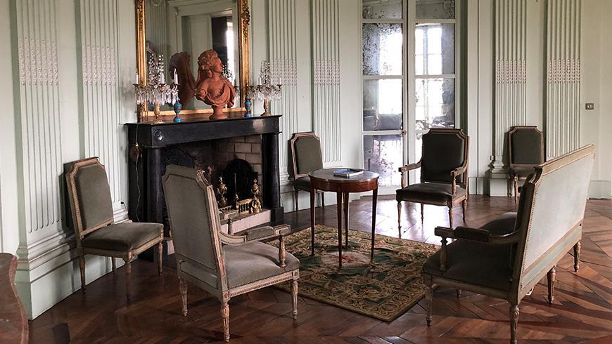 castel-saint-leonard-salon-870x490.jpg