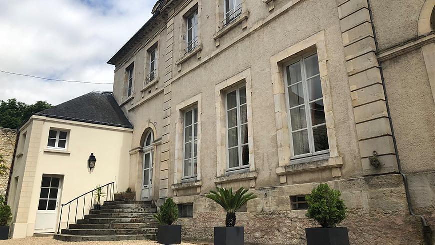 castel-saint-leonard-entree-cour-870x490.jpg