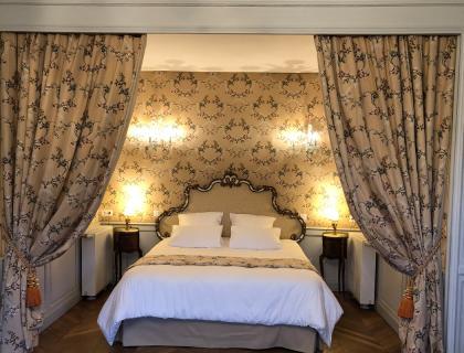 castel-saint-leonard-chambre-hotes-rotonde-lit-double.jpg